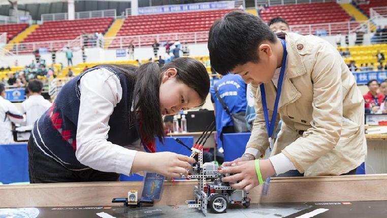 贵州遵义举办青少年机器人竞赛
