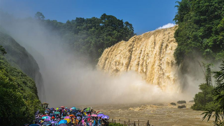 黄果树瀑布迎来今年入汛最大水量